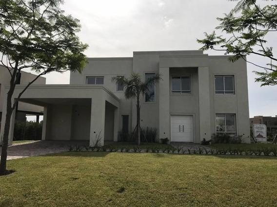 Casa En Venta Al Lago En Barrio Lagos Del Golf 385 Metros