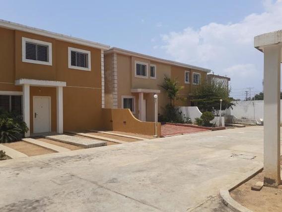 Townhouse En Venta En Amparo. Maracaibo