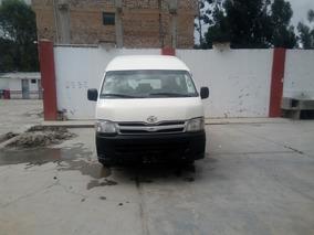 Vendo Combi 5l Toyota,año 2013 Modelo 2014,papeles En Regla