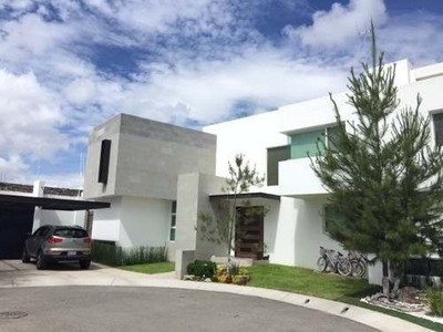 Exclusiva Casa De 4 Hab. (habitacion En Planta Baja) En La Vista Residencial.