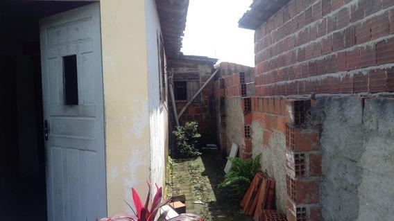Casa Com 3 Quartos, Área De Servico, E Anexo Lateral.