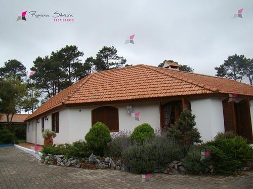 Casa En Golf, 4 Dormitorios *- Ref: 7419