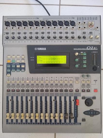 Mesa Digita Yamaha 01v