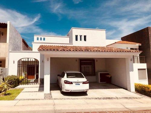Hermosa Casa En Venta En Juriquilla