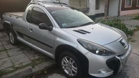 Peugeot Hoggar Escapade 1.6 2014 Gris Plata Único Dueño