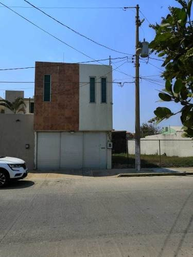 Casa Con Alberca A La Venta En Col. Gpe. Victoria, Coatzacoalcos