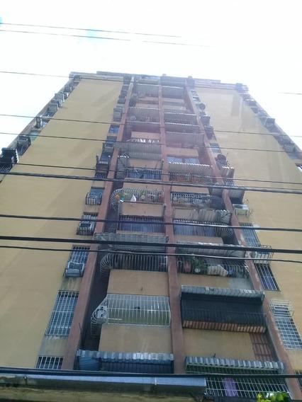 04243631228/angela Apartamento En Residencias El Centro.