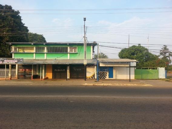 2 Casas Independientes Y 4 Locales Comerciales.