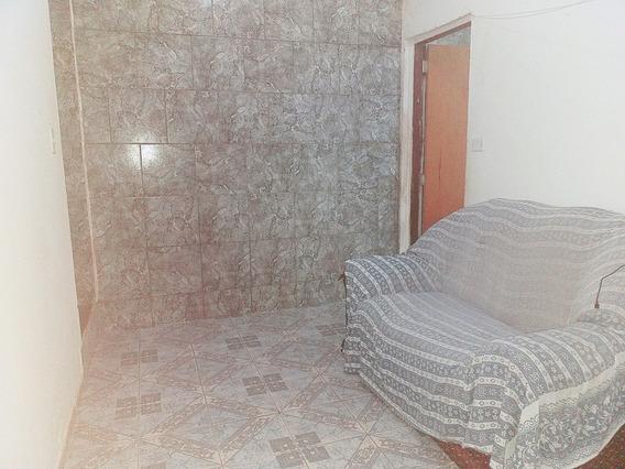 Aluga-se Casa De Três Cômodo E Um Banheiro. 11991705529