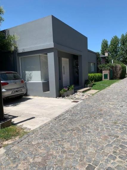 Venta De Casa 4 Amb. En Barrio Cerrado Los Olivos - Ituzaing