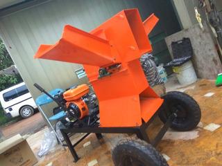 Picadora-molino Mediana Con Motor A Gasolina De 7 Hp.