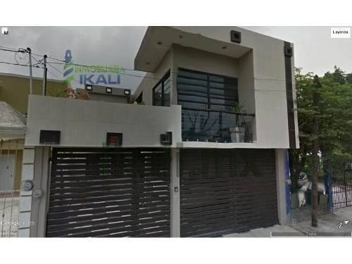 Vendo Casa Grande Col Independencia Poza Rica Veracruz 3 Recámaras, En La Calle 1 Norte De La Colonia Independencia, Cuenta Con 150 M² De Terreno Y 320 M² De Construcción, Sala, Comedor, Cocina Con C