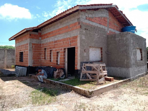 1.000 M², Casa Em Construção, 02 Dormitórios Sendo 01 Suíte!