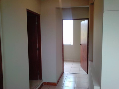 Habitaciones / Departamento Jockey Plaza, U. De Lima