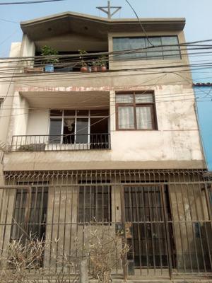 Remate De Casa De 3 Pisos. 3ra Zona De Bayóvar, Sjl