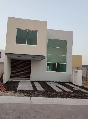 Preciosa Casa En Cañadas Del Arroyo, 3 Recamaras, Doble Altura, Jardín, Privada
