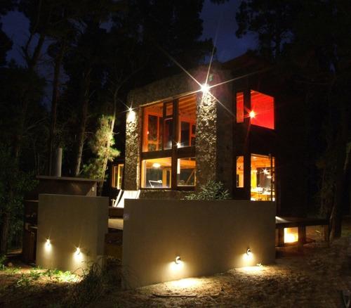 Imagen 1 de 10 de Casa En Bosque Para Cuatro Personas