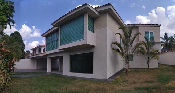 Casa En Venta En Guataparo Country Club 20-9995 Ac