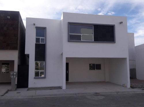 Casa Nueva En Fracc Privado Con Espacios Amplios, Frente A Area Verde.