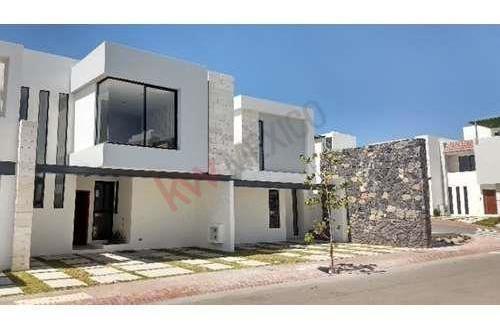 Casa En Venta En Condominio, Zibatá, Querétaro.