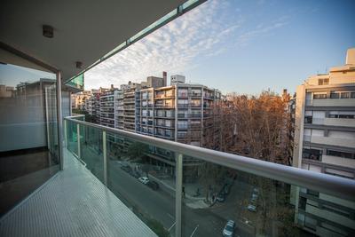 Apartamento De 4 Dormitorios En Pocitos A Cuadra Y Media Del Mar, Montevideo, Uruguay