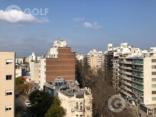 Vendo Apartamento De 2 Dormitorios Con Terraza Al Frente Y Garaje, Pocitos, Montevideo