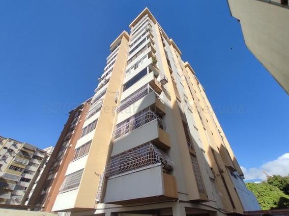 Apartamento En Venta En Andres Bello Las Delicias