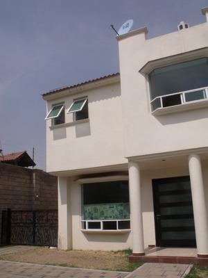 Casa Con Excelente Ubicación En Metepec De Casi 300 Metros2