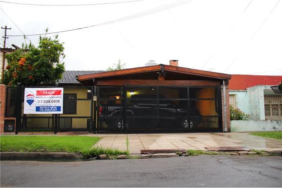 Casa De 3 Amb Con Cochera Y Jardín Con Pileta