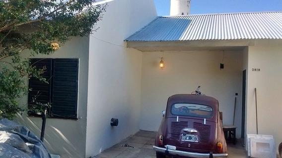 Casa De Dos Dormitorios Barrio Jardín Permuto