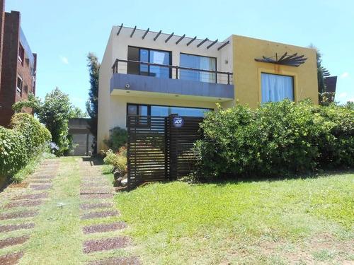 Hermosa Casa A Pasos Del Mar, Disponible Febrero 2021!!