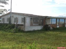 Vendo Casa De Campo Con 2 Terrenos En La Castellana