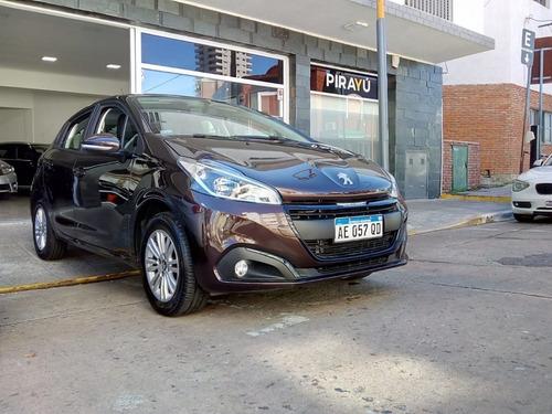 Peugeot 208 1.6 + Navegador 2020 7.900 Km