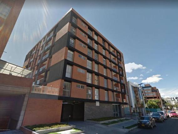 Apartamento En Arriendo En Chico Navarra 20-331 C.o
