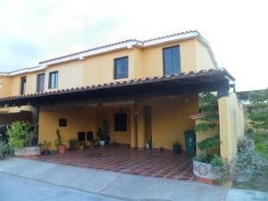 Townhouse Los Tamarindos San Diego Carabobo 19-11488 Yala