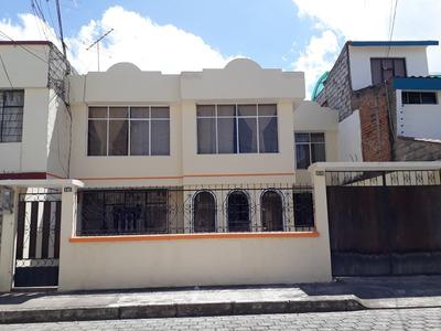 Casa De Dos Departamentos Independientes En Urbanización