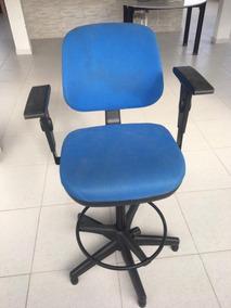 Cadeira Executiva Giratória Regulável
