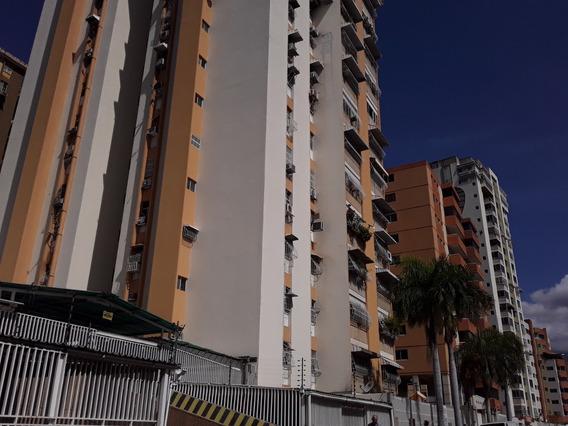 Apartamento En Venta Urb. Andrés Bello Karla I 20-9258