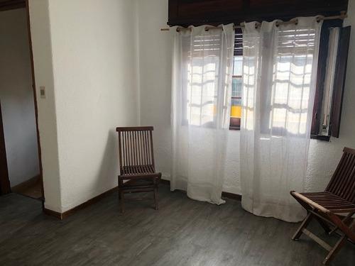 Casa 2 Dorm Muy Iluminada Ideal Para Comercio O Habitar  .
