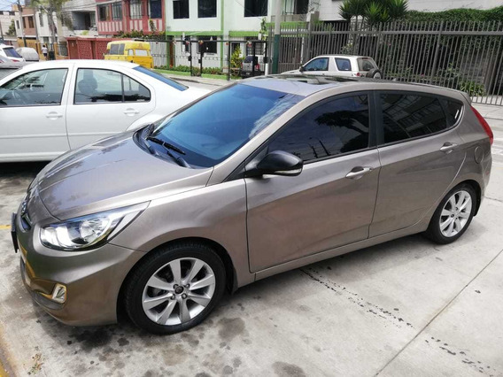 Hyundai Accent Hatchback Full Equipo