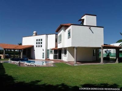 Preciosa Residencia Estilo Mexicano Con Amplio Jardín