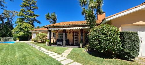 Casa En Venta En Jardines De Cordoba, Zona De Los Colegios 3 Dormitorios- Ref: 19355