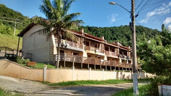 Sobrado De Dois Andares A 350m Da Praia De Bombas Com Deck.