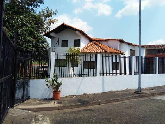Amplia Casa De 4 Habitaciones Y 3 Baños
