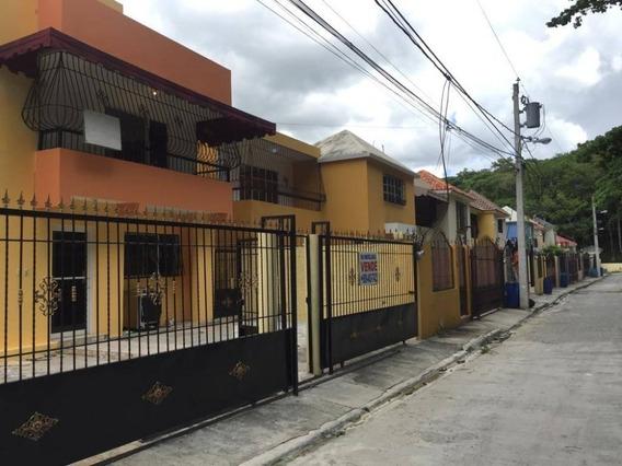 Alquilo Apartamento En El Residencial Carmen María