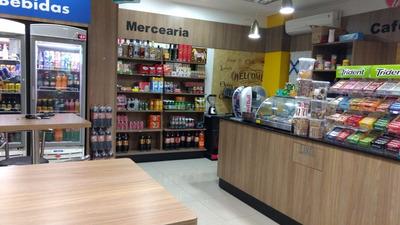 Loja De Conveniência Em Posto De Gasolina Ipiranga.