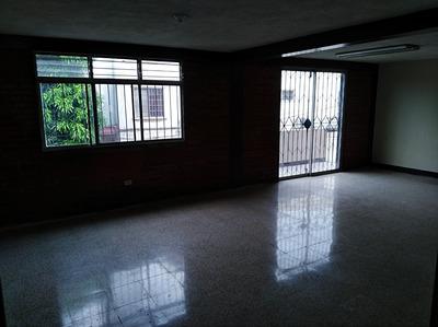 Departamento Con 3 Dormitorios, 2 Salas Y Garaje Automatico