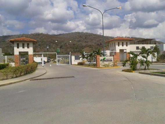 Casa En Venta La Ensenada Barquisimeto 20-21410 Jcg