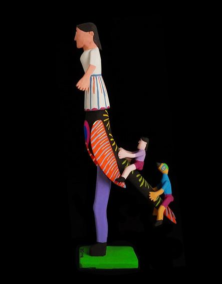 Lúdica E Original Escultura Em Madeira De Mestre Zezinho