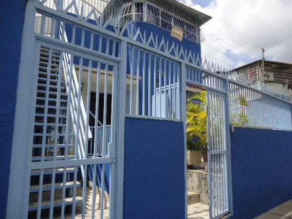 Disponible Casa En Venta Los Rosales Rah: 18-13321